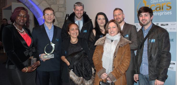 Nathalie Barat (à droite) fondatrice d'Obsam et son équipe,  lauréat de l'Oscar de l'Innovation 2018 à Dinan, le 16 mars
