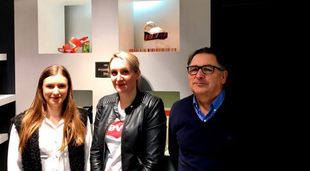 Pour générer du trafic en magasins, Yvon Rivoalan vient de recruter Clémence Parenthoen (à g sur la photo) en charge des réseaux sociaux, Instagram et Facebook. Elle travaille en lien  avec Adeline Minter, responsable marketing.