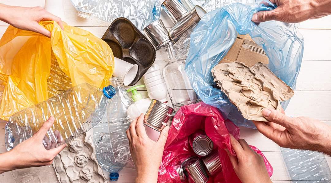 les Bretons utilisent davantage de bouteilles plastique qu'ailleurs en France. En parallèle, ils sont aussi les champions du tri avec 68,8 kilos d'emballage plastique triés par an (2016).